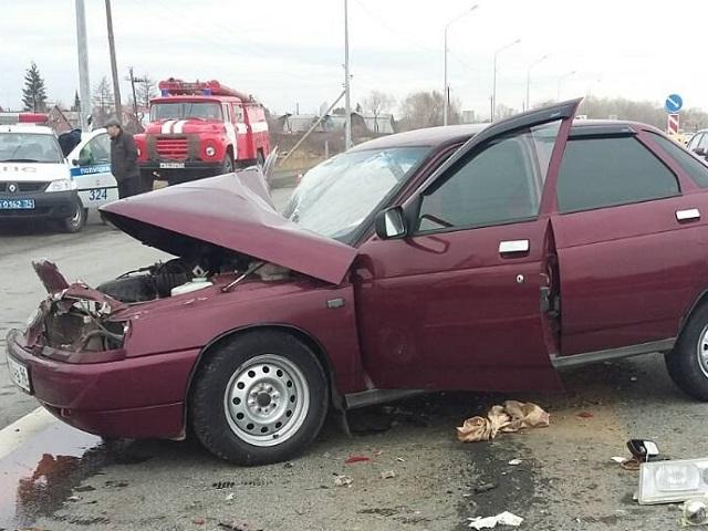 Два человека пострадали в столкновении автобуса и легковушки под Челябинском