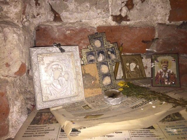 Свято место? Впещере под Кыштымом отыскали иконы ицерковную атрибутику