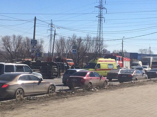 ВЧелябинске скорая помощь перевернулась после столкновения сУАЗ