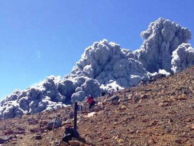 Экстремальное видео: альпинисты сняли извержение проснувшегося в Японии вулкана