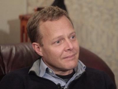 Послезавтра в Кыштым приедет поесть телеведущий Джон Уоррен