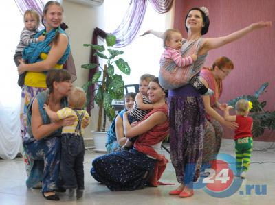 Миасские мамы и поздравления приняли, и молодому специалисту ЗАГС помогли в конкурсе профмастерства