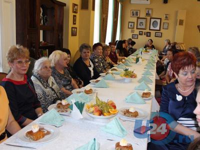 В честь Дня матери 70 троицких мам пригласили вчера в ресторан