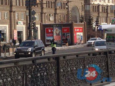 Движение на перекрестке Ленина-Воровского в Челябинске регулируется вручную
