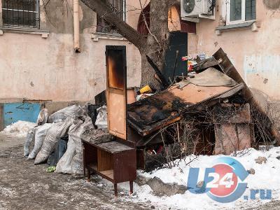 В самом центре Миасса полностью выгорела четырехкомнатная квартира