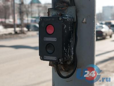 Кнопочный светофор в центре Миасса: проблем больше, чем пользы. Но дареному коню в зубы...