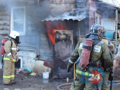 В центре Троицка из-за пожара в двухэтажном доме погиб человек