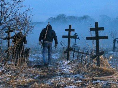 Ничего святого: подростки устроили погром на кладбище Карабаша, разбив 60 памятников