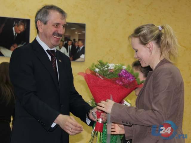 Министр спорта Челябинской области наградил юных чемпионов Миасса