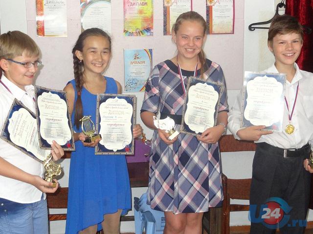 Юные пианисты из Южноуральска выступили в Питере на конкурсе «Звуки и краски белых ночей»