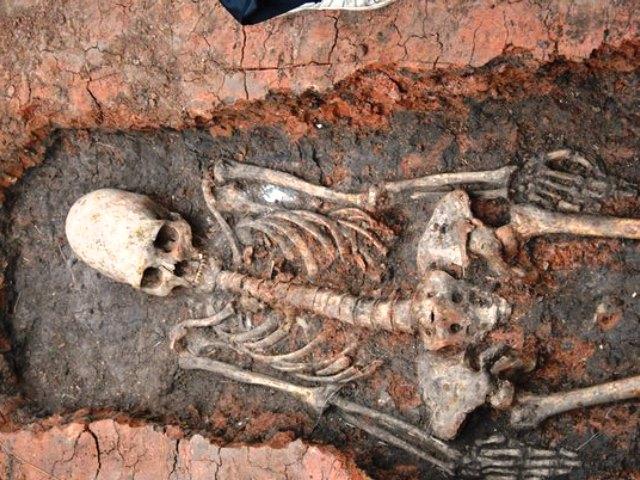 Челябинские археологи обнаружили в аркаимских степях древнее погребение