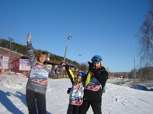 Фанаты «Трактора» организовали урок горнолыжного катания для «особенных» детей