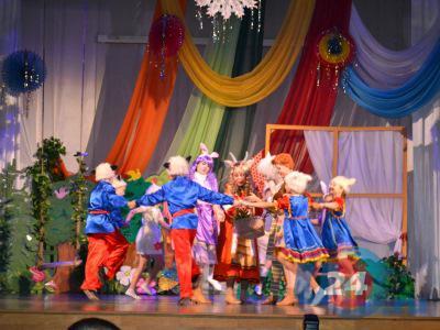 Герои новогодней сказки «Мама» ожили на сцене Дворца культуры