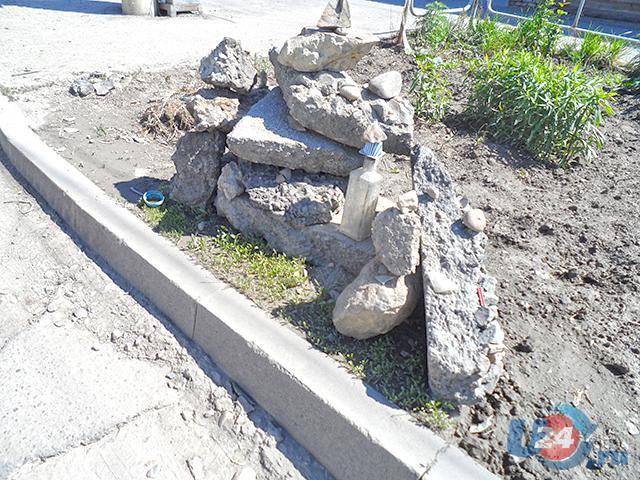 Троицкие власти отреагировали на публикацию U24, убрав «памятник ровному асфальту»