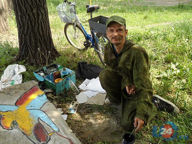 Самобытный художник из Троицка вносит в жизнь города яркие краски