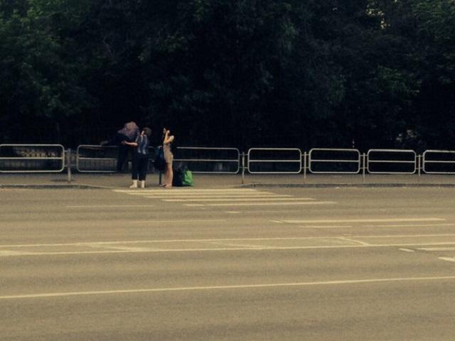 Челябинские дорожники попытались ликвидировать популярный пешеходный переход