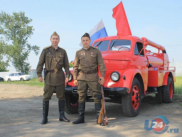 Раритетный пожарный автомобиль принял участие в автопробеге по Троицкому району