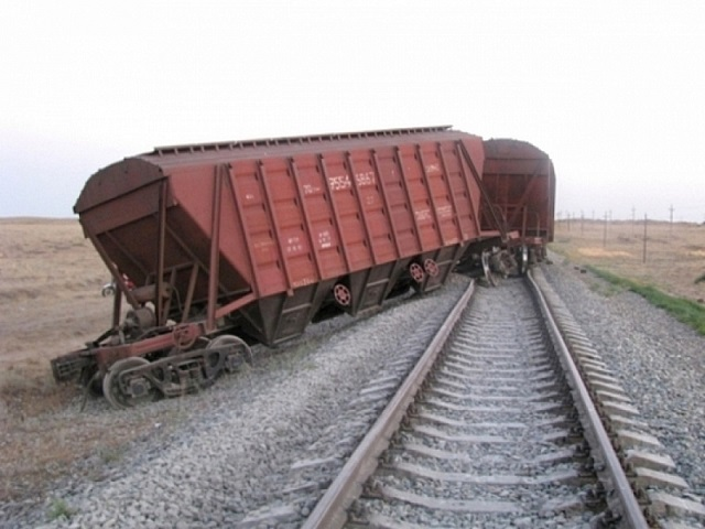 Из-за схода вагонов под Златоустом повредились пути