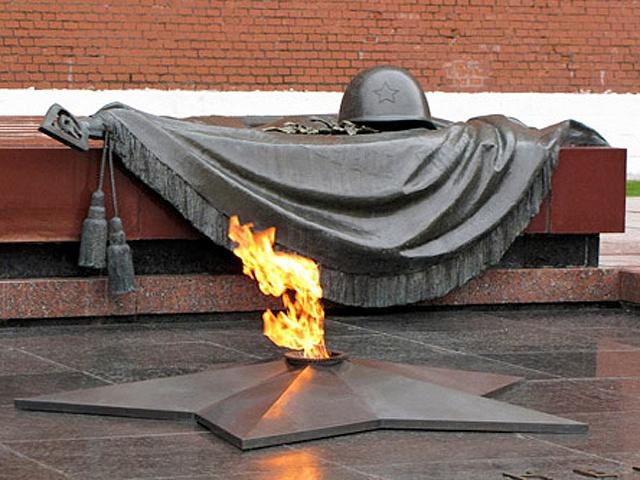 ВМиассе трое мужчин устроили ночлежку у бессрочного огня