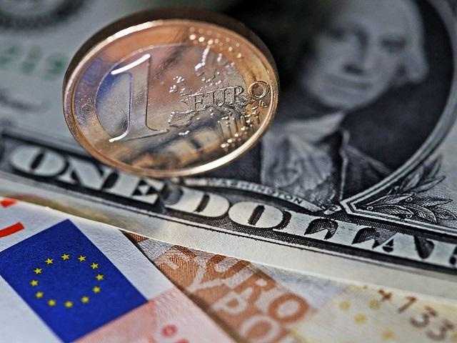 ЦБ снизил курс доллара иевро