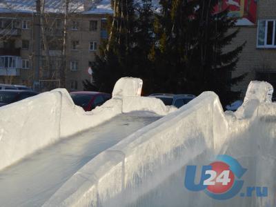 Ледовый городок подлатали