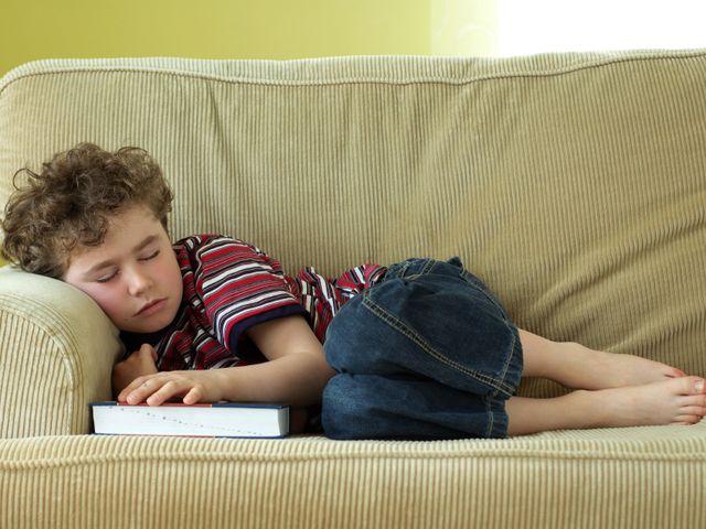 Роспотребнадзор порекомендовал учащимся спать по9