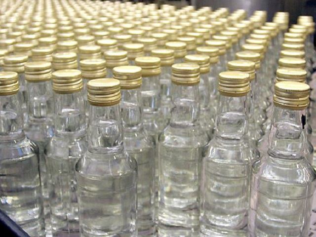 Южноуральцы ответят всуде за реализацию поддельного алкоголя на1,8 млн