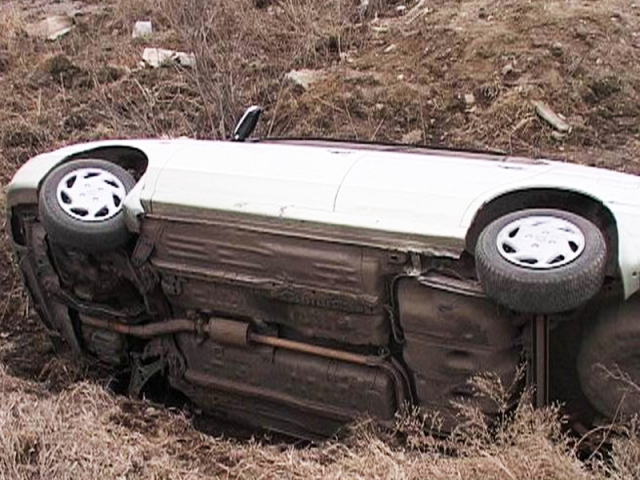 Нетрезвый шофёр опрокинул иномарку вкювет: есть жертвы