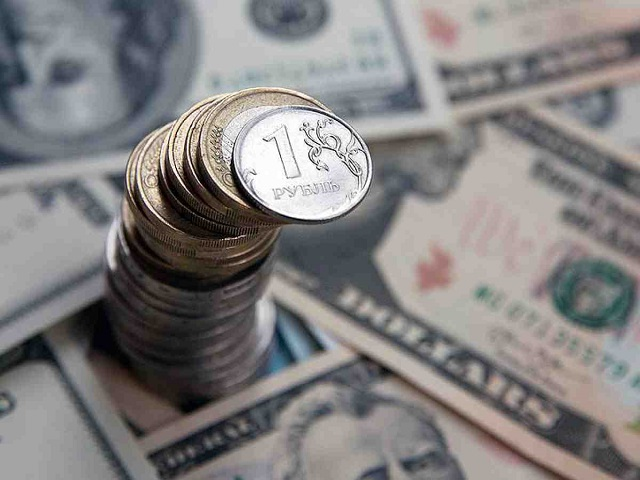 ЦБ снизил курс евро до73 руб.