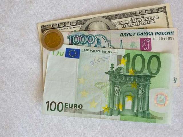 Курс доллара набирже упал ниже 64 руб. впервый раз савгуста