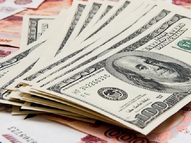 Курс валют незначительно повысился впреддверии выходных