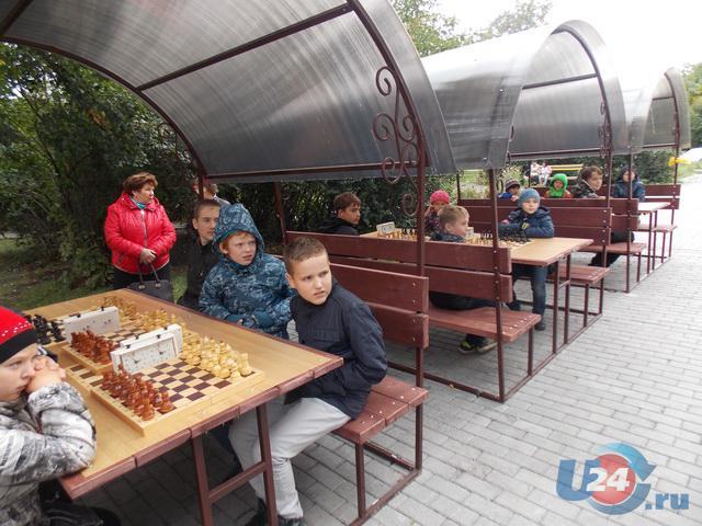 Шахматный всеобуч в школах Миасса начался турниром на бульваре Мира