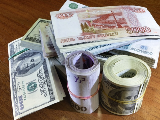 Курс евро подрос на49 копеек, курс доллара— практически  на9 копеек