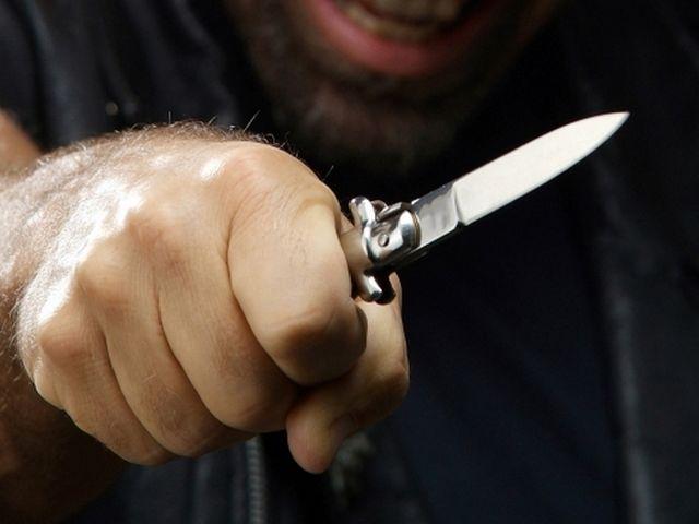 ВМиассе мужчина после пьянки пырнул приятеля ножом
