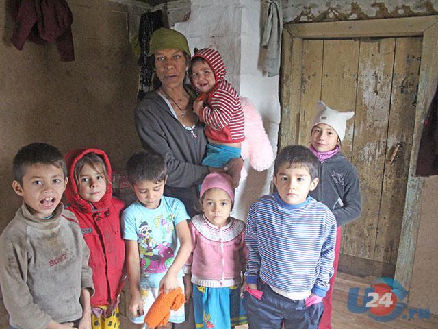 В Троицке многодетная семья с 7 детьми после пожара три года живет в бане