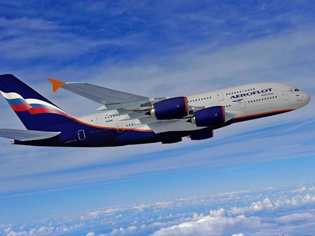 Челябинский врач спасла жизнь пассажиру в самолете