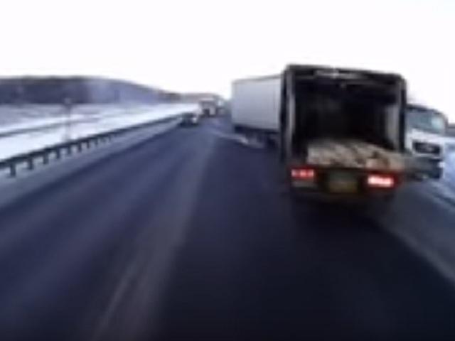 Натрассе «М-5 Урал» столкнулись два фургона