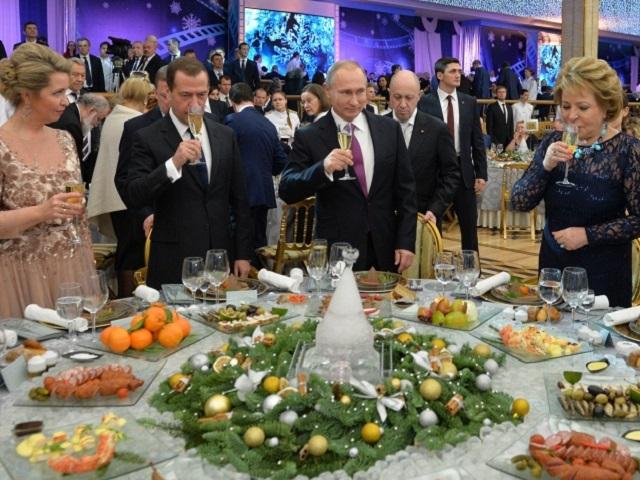 Стали известны новогодние планы В.Путина иМедведева