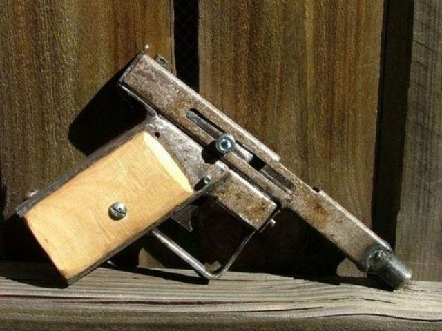 ВМиассе мужчина застрелил соседа