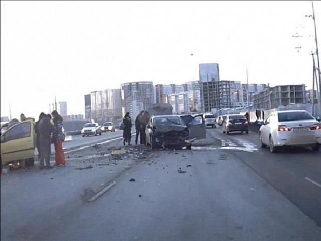 В трагедии стремя машинами насеверо-западе пострадали два человека