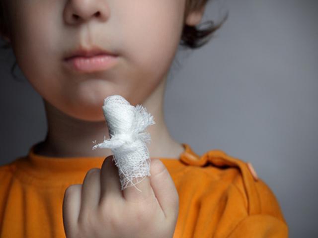 Медсотрудники сохранили подвижность кисти ребенку, засунувшему руку вмясорубку