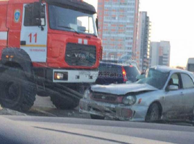 ВЧелябинске пожарная машина снесла иномарку, торопясь навызов