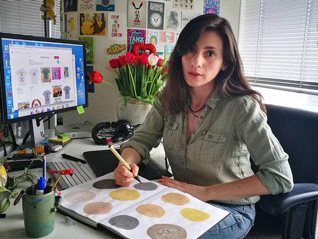 Вдали от дома: уроженка Троицка создает мультфильмы, рисует стикеры для Вайбера и занимается йогой в Тель-Авиве