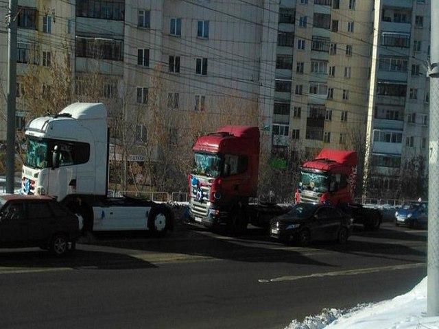 Миасские новобрачные приехали вЗАГС нагрузовиках