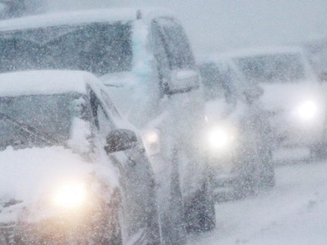 Дороги в 5-ти районах Челябинской области навсе 100% закрыли из-за метели