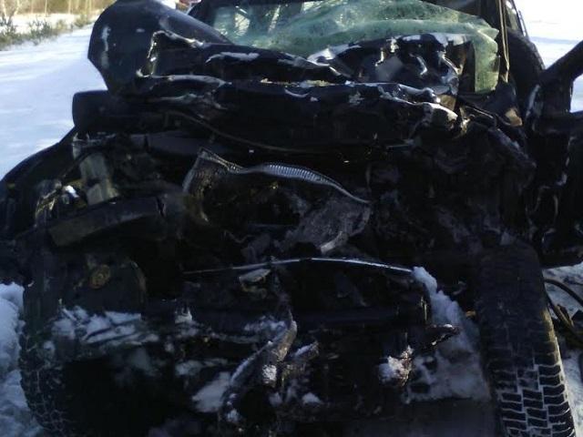 Грузовой автомобиль врезался виномарку вЧелябинской области. Есть погибший