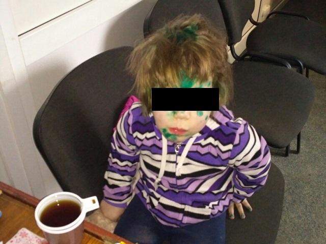 Наулице вКопейске отыскали 3-летнюю девочку вкофте исланцах