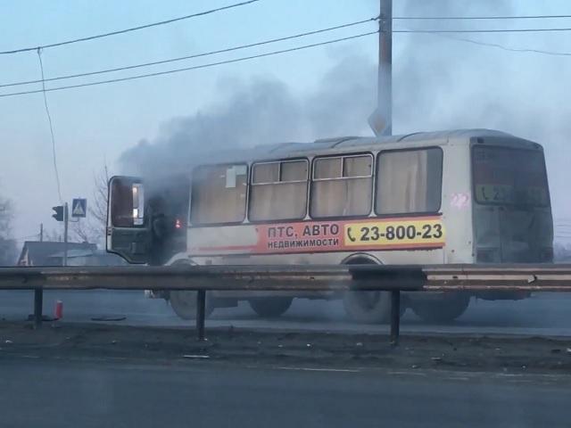 ВЧелябинске надороге вспыхнула маршрутка