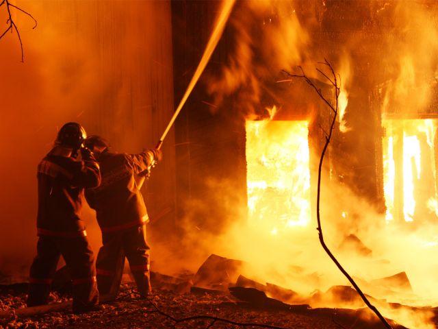Эвакуированы неменее 30 жильцов— Пожар вМагнитогорске