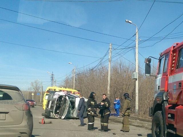 Скорая столкнулась спикапом иперевернулась вЧелябинске